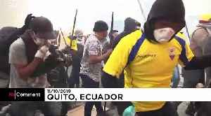 Rocks and tear gas as protesters clash with riot police in Ecuador [Video]