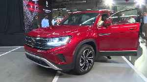 2020 Volkswagen Atlas Cross Sport - On Stage Photo Ops & Vehicle Walk Arounds [Video]