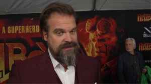 David Harbour and Lily Allen confirm romance with passionate kiss [Video]