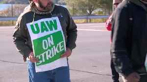 Union boosts strike pay for GM workers as talks continue [Video]