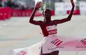 Kenyan Kosgei shatters women's marathon record [Video]
