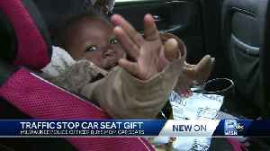 Milwaukee officer gives gift instead of ticket to mom of 5 [Video]