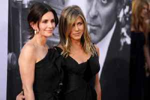 Courteney Cox says social media sucks as she welcomes Jennifer Aniston to Instagram [Video]