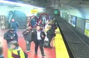Crowd comes to rescue of woman who fell on Buenos Aires subway track [Video]