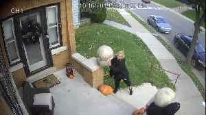Thieves caught on camera stealing Halloween decorations [Video]