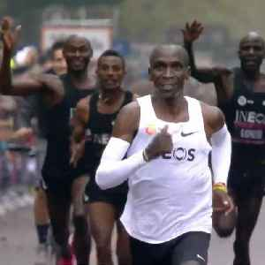 How Kenyan legend Eliud Kipchoge used help from other elite runners to make history [Video]