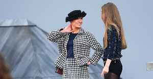French Comedian Marie Beloniel Crashes Chanel Show At Paris Fashion Week [Video]