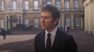 Geraint Thomas talks fatherhood with Duke of Cambridge as he receives OBE [Video]