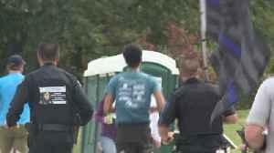 Officers Run Des Moines Marathon in Full Uniform in Honor of Fallen Cop [Video]