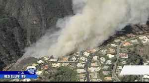 Wildfire burns near hilltop homes in Los Angeles [Video]