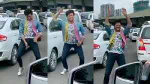 Riteish Deshmukh's Dancing on Akshay Kumar's BALA BALA song Middle Of Mumbai Roads Traffic [Video]