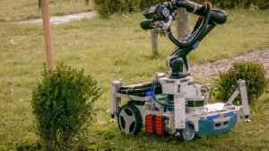 This Handy Robo-Gardener Wants to Shape Up Your Lawn [Video]
