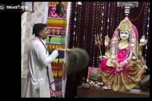 Devotees stunned by 'saintly' dog that prays daily at Hindu temple [Video]
