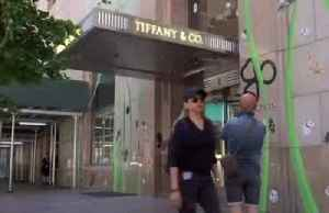 News video: LVMH offers to buy Tiffany