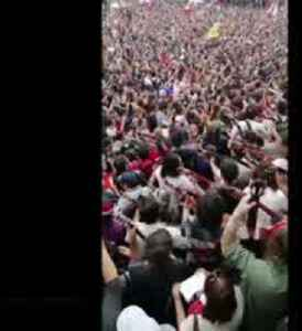 "Thousands of Chilean protesters sing Victor Jara's ""The right to live in peace"" [Video]"