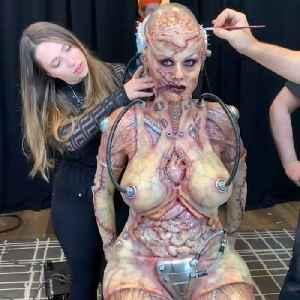 Heidi Klum's spooky costume transformation wins Halloween again [Video]