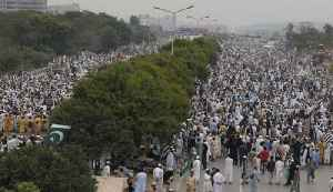 Huge crowd gathers in Islamabad to take part in 'Azadi March' | OneIndia news [Video]