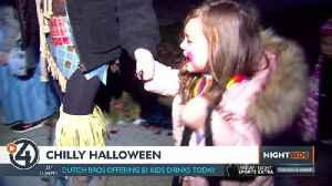 Bone-chilling temps don't scare Spokane Valley trick-or-treaters [Video]