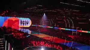 Taylor Swift and Billie Eilish win big at MTV Europe Music Awards [Video]