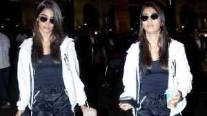 HouseFull 4 Movie Actress POOJA HEGDE SPOTTED AT Mumbai AIRPORT [Video]