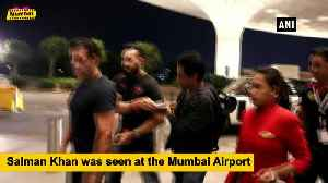 News video: Salman Khan, Arjun Kapoor seen in and around the 'city of dreams