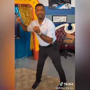 'Fresh Prince' star Alfonso Ribeiro blesses TikTok with his classic move, and we're living for it [Video]