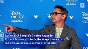 Robert Downey Jr. Dedicates People's Choice Award to Stan Lee [Video]