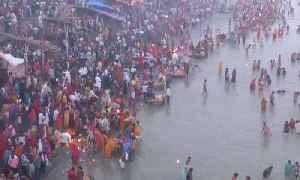Dev Deepawali: Devotees take holy bath at Naya Ghat in Ayodhya | OneIndia News [Video]