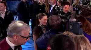 Emilia Clarke, Henry Golding on romance, dating and Bond [Video]