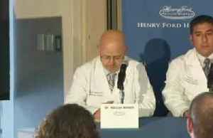 Detroit doctors perform first double lung transplant: hospital [Video]