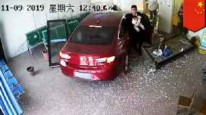Chinese man crashes his car straight into a hospital [Video]