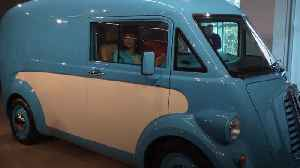 Electric van offering 'cutting-edge' twist on Morris classic unveiled [Video]