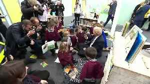 PM reads The Incredible Hulk book to pupils [Video]
