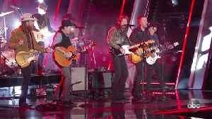 Brooks and Dunn with Brothers Osborne Perform 'Hard Workin' Man' Live at CMA Awards 2019 [Video]
