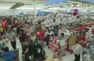 Walmart lifts outlook, El Paso store reopens [Video]