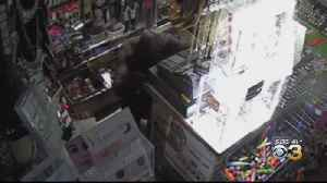 Philadelphia Police Searching For thief Who Used Roof To Burglarizes Beauty Supply Store [Video]