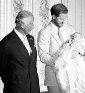 News video: Meghan Markle and Prince Harry Share New Archie Picture