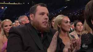 Luke Combs Wins Male Vocalist of the Year at CMA Awards 2019 [Video]