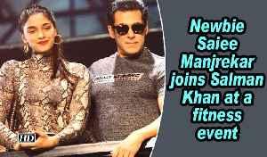 Newbie Saiee Manjrekar joins Salman Khan at a fitness event [Video]