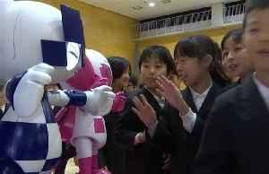 Tokyo 2020 mascot robots visit elementary school in Tokyo [Video]