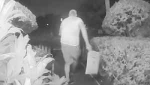 Porch pirates target homes in Palm Beach County ahead of holiday season [Video]