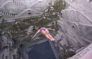 Spectacular high dives into 18th century pool in Jodhpur [Video]