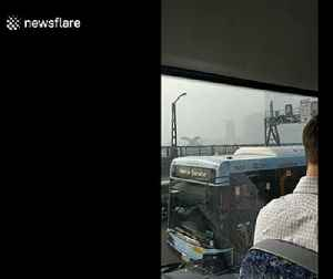 Smoke from Australia's bushfires shrouds Sydney Harbour Bridge [Video]