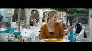 Gwyneth Paltrow, Kate Hudson, Zoe Saldana soak in Dubai spirit [Video]