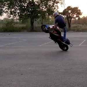 Stuntman Shows Off Bike Stunts on the Street [Video]