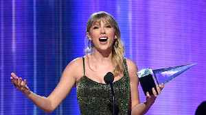 Taylor Swift makes history at the American Music Awards [Video]