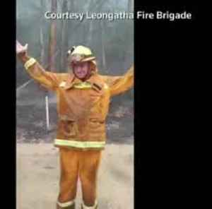 Firefighters celebrate rain in Australia [Video]