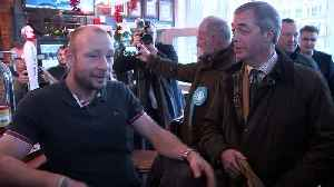 Farage visits Hull with local candidate Michelle Dewberry [Video]