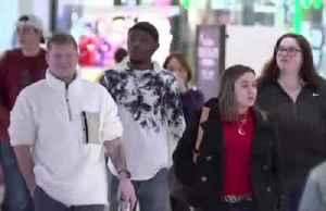 U.S. shoppers sniff out Black Friday deals [Video]