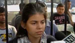Delhi girl raises her voice against rape cases, several issues | OneIndia News [Video]